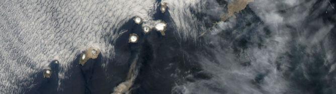 Trzy eksplozje, potem kłęby pyłu, pary i gazu. Rozbudzony wulkan zagraża ruchowi lotniczemu