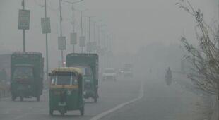 Mieszkańcy stolicy Indii oddychają bardzo zanieczyszczonym powietrzem